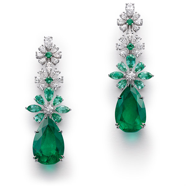 A pair of magnificent earrings with emeralds and diamonds.