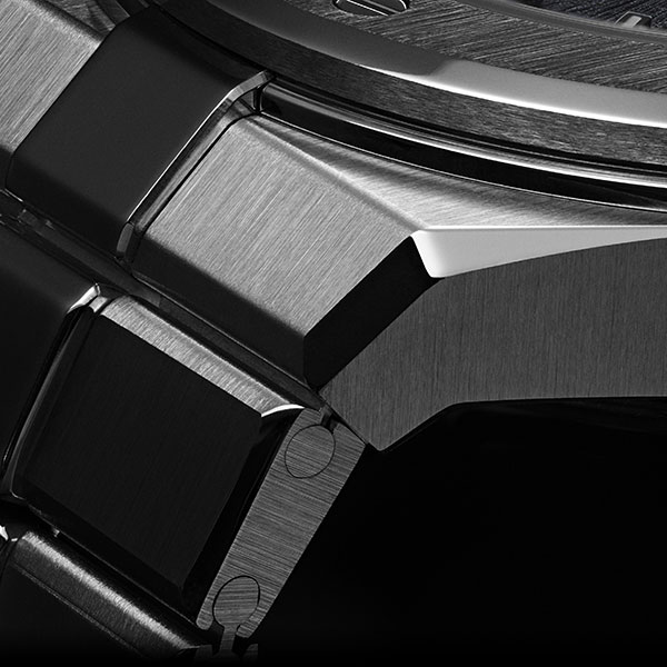 Close-up of the dark gray Alpine Eagle's bracelet, crafted in Chopard Lucent Steel A223.
